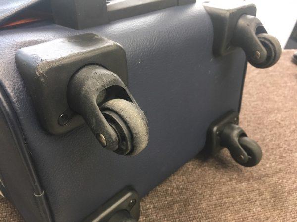 スーツケース・キャスターコマ交換